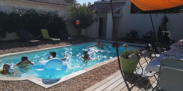 ma-vie-la-charleval-location-grande-capacite-provence-600 la piscine
